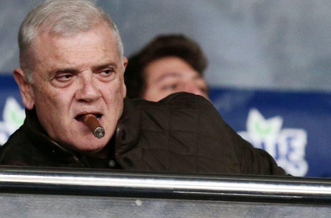 Ο Μελισσανίδης... σπρώχνει στα αποδυτήρια της ΑΕΚ τον Τζαβέλλα!
