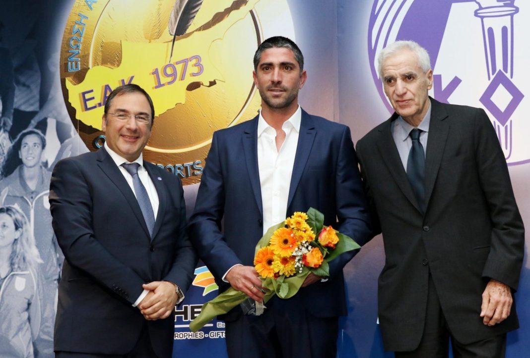 Κωνσταντίνου: «Δεν αξίζω τέτοια τιμή»