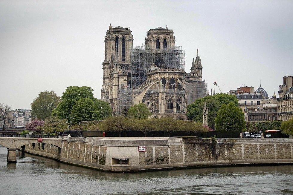 Παρί: Συλλεκτική φανέλα για την Παναγία των Παρισίων