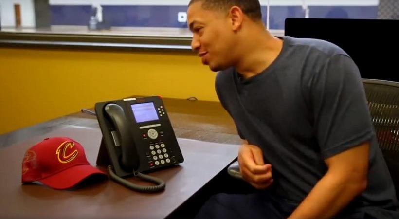 Ομπάμα σε Καβαλίερς: «Βάλτε καμιά μπλούζα» (video)