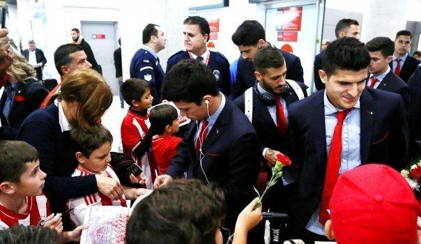 Ολυμπιακός: Έφτασε και αποθεώθηκε! (pics&video)