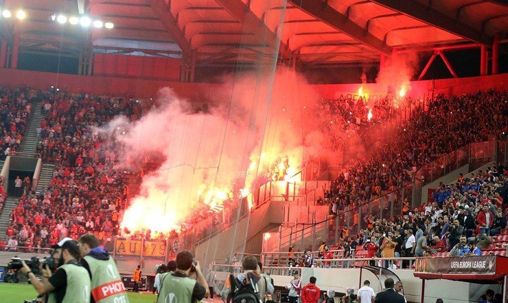 Καταγγελία στην UEFA για τη σημαία της «Χρυσής Αυγής»!