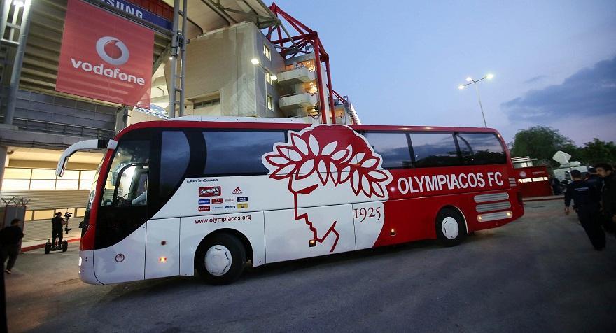 Τράκαρε με αυτοκίνητο της αστυνομίας το πούλμαν του Ολυμπιακού!