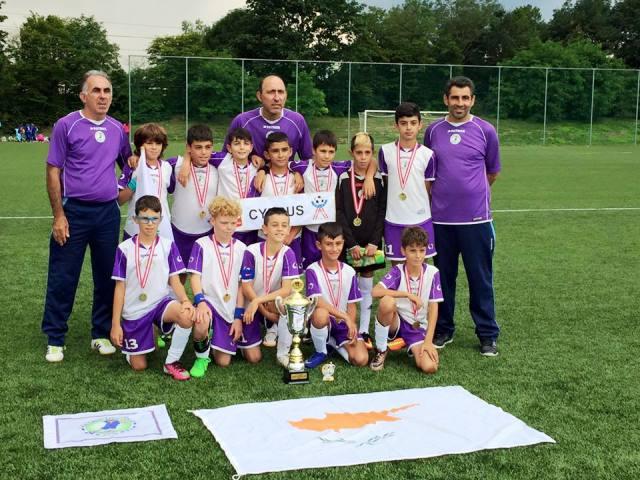 Θρίαμβος για το Paralimni Kids Soccer: Το σήκωσε μέσα στην Αυστρία!