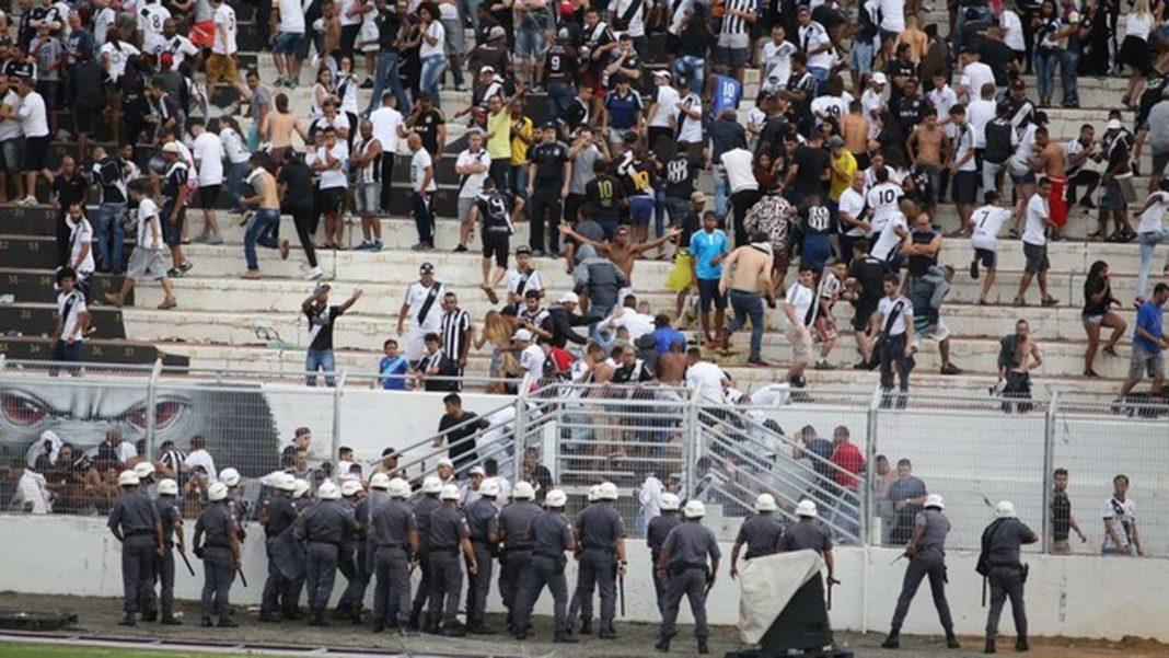 Σκηνές χάους με εισβολή οπαδών στη Βραζιλία! (video)