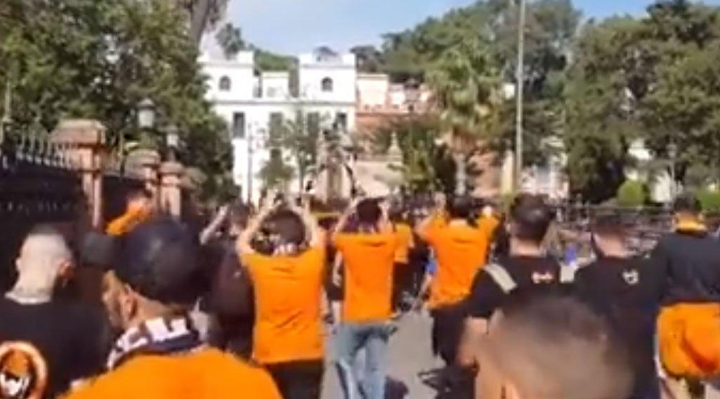 ΒΙΝΤΕΟ: «Ξεχύθηκαν» στους δρόμους της Σεβίλλης οι «πορτοκαλί»