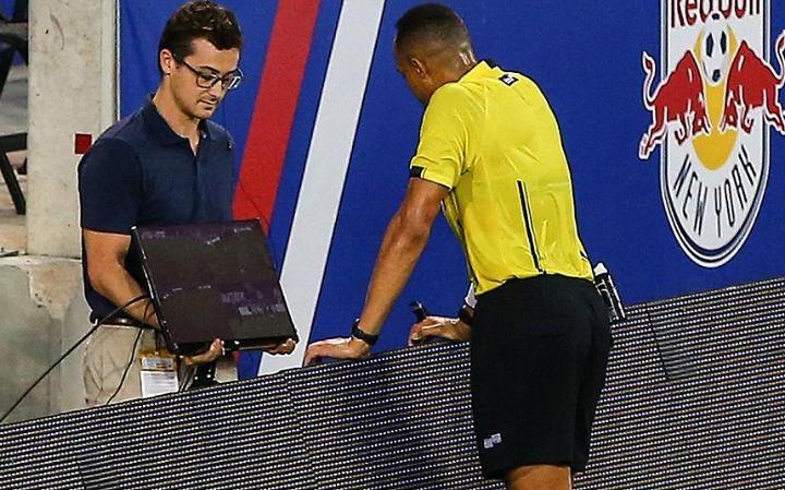 Κατά του βίντεο και η UEFA