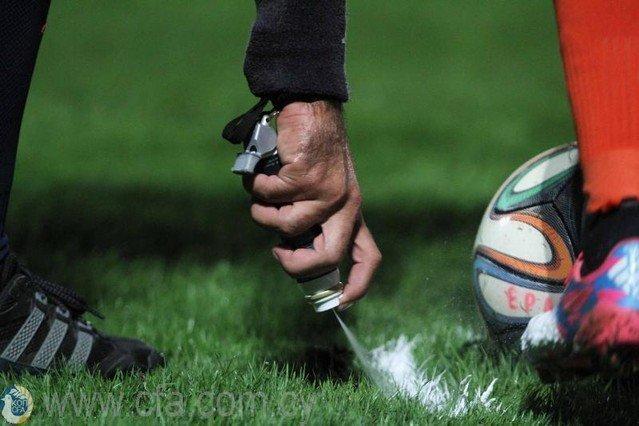 Διαιτητής έδωσε τέσσερα «περίεργα» πέναλτι και αποκλείστηκε δια βίου (vid)