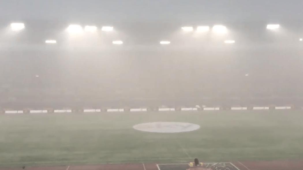 Τρομερή καταιγίδα και διακοπή στο ματς της Ρόμα! (vids)