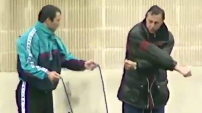 Μυθικό βίντεο με τον Κρόιφ να μαθαίνει σχοινάκι στον Στόιτσκοφ!