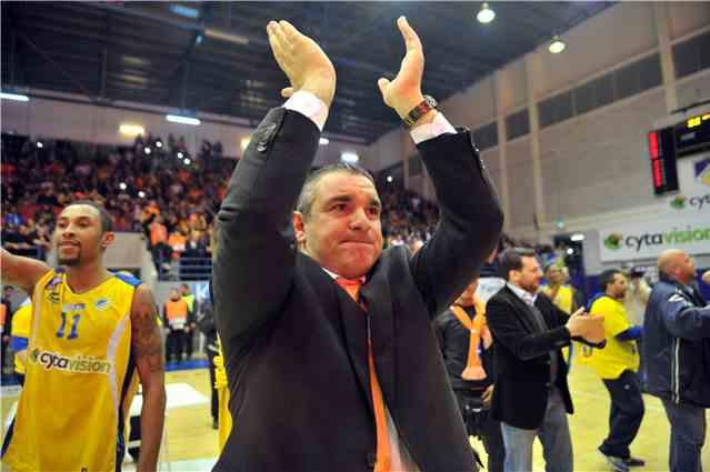 Και επίσημα «γαλαζοκίτρινος» ο Τόνι Κωνσταντινίδης